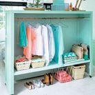 Une armoire à l'ancienne pour ranger ses vêtements