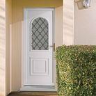 Une porte d'entrée semi-vitrée