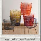 Un potatoes basket.