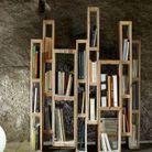 Palette en bois transformée en bibliothèque