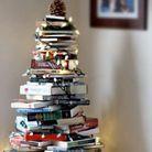On recycle ses anciens livres pour créer un sapin de Noël
