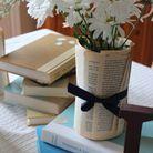 On recycle ses anciens livres pour emballer des fleurs