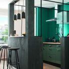 Un espace cuisine délimité par la couleur