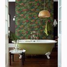 Un papier peint pour dynamiser la salle de bains