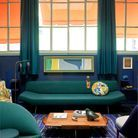 Mariage n°6 : capucine, bleu encre et vert paon par Florence Lopez, antiquaire et décoratrice