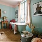 Murs salle de bains pastel bleu