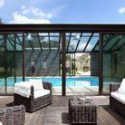 Une véranda pour abriter une piscine