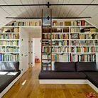 4. On installe une grande bibliothèque pour jouer les cloisons entre les pièces