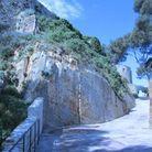 Un chemin à travers la roche