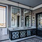 Une salle de bains de l'une des suites du Palais Ronsard
