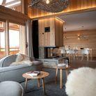 Un salon salle à manger de chalet de luxe