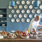 Éric Frechon, le chef aux trois étoiles, dans « sa » cuisine, somptueuse et chaleureuse