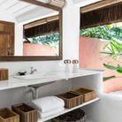 Une salle de bains ouverte sur le jardin