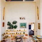 Une salle à manger exubérante de formes et de couleurs