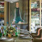 La salle à manger meublée à l'esprit de fête