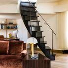 Escalier sculptural menant à la terrasse
