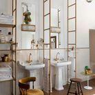 La salle de bains et ses échelles