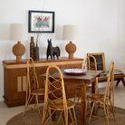 Une seconde salle à manger qui mixe pièces signées et mobilier artisanal