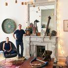 Un salon entre vestiges du design et pièces de broc