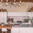 Cuisine spectaculaire en marbre et blanc