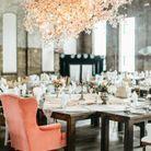 Prévoir un beau fauteuil pour la mariée autour de la table de mariage