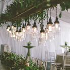 Des luminaires en verre suspendus