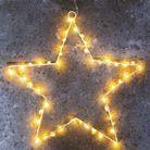 Une étoile lumineuse accrochée à la porte