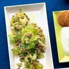 Sarrasin, celeri et raisins frais en salade