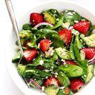 Salade healthy avocat, épinards et fraises