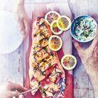 Cuisine recettes été grandes tablées : Saumon grillé sur une planche de cèdre