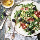Salade de roquette au chèvre frais, mûres et noix