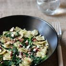 Assiette gourmande avec des ravioles