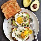 Avocado toast et œuf au plat
