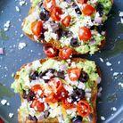 Avocado toast façon salade grecque