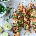 Des filets de saumon en brochette