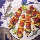 Brochettes de canard aux abricots marinés sur tige de citronnelle