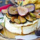 Camembert au four, figues et pistaches