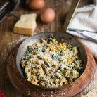Oeufs brouillés aux épinards, parmesan et maïs