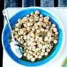 Salades de pois chiches à la morue et coriandre
