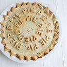 Décoration de tarte avec des lettres
