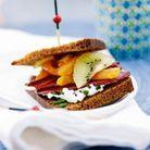 Mini-sandwichs, pain d'épices, magret fumé et kiwi