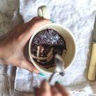 Dessert au chocolat au micro onde : brownie dans une tasse