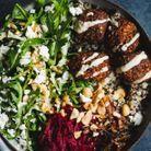 Salade de falafels, quinoa, courge musquée et betteraves marinées