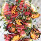 Salade pastèque et pêches grillées, pesto et pistaches
