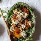 Salade pêches grillées, roquette et burrata