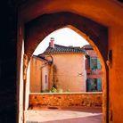 Toute la palette des rouges dans les ruelles de Roussillon, le village des ocres.