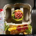 Tartare de boeuf aux légumes croquants, choux vert juste blanchi et poivrons grillés marinés / David Dijoux