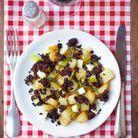 Salade de pommes de terre et pomme au boudin noir émietté