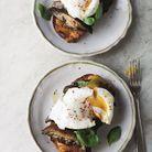 Toasts, champignons et oeufs pochés