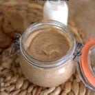 Pâte à tartiner healthy et vegan caramel dattes amandes